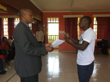 A policy-maker from local ward (left) plays the role of an employee negotiating his contract with the factory owner. Photo: Fiona Lambe / SEI
